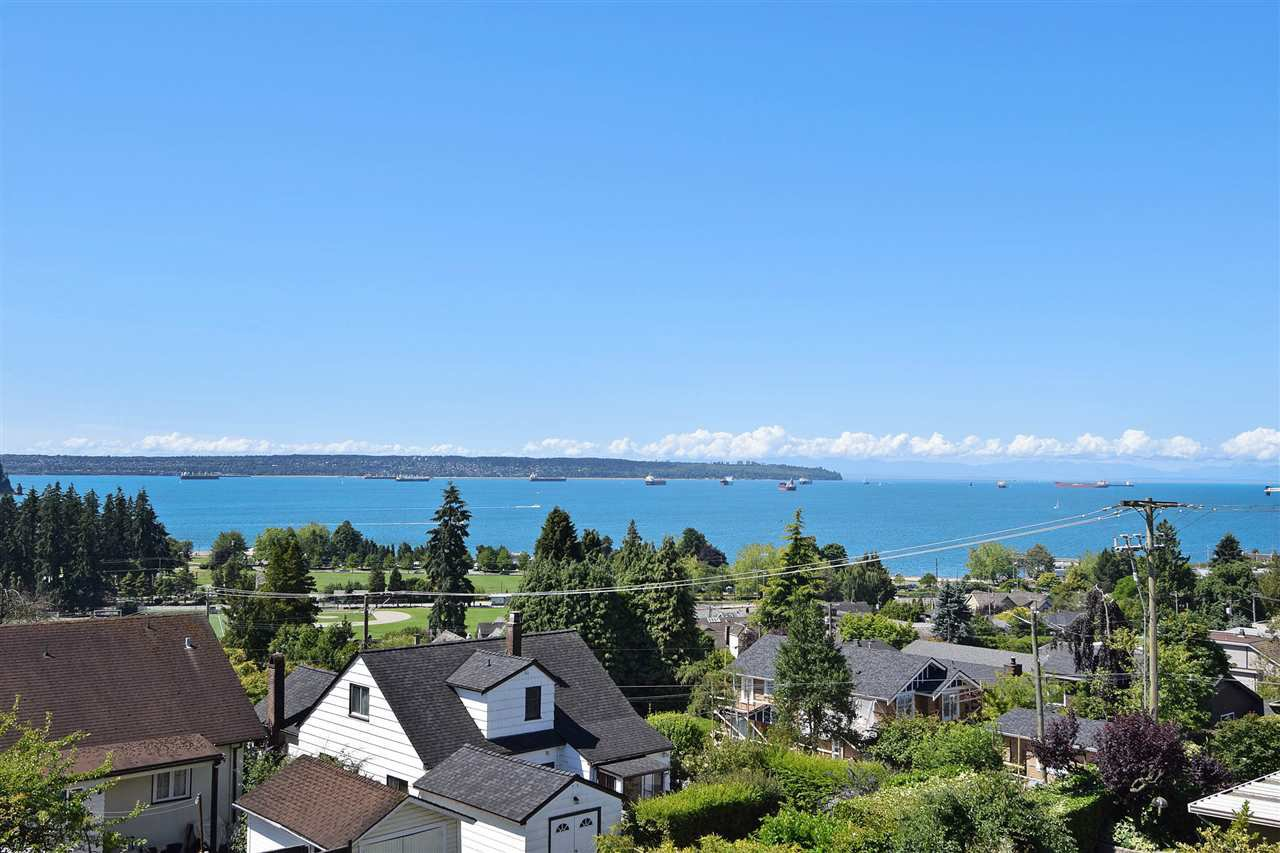 "Main Photo: 1072 DUCHESS Avenue in West Vancouver: Sentinel Hill House for sale in ""SENTINEL HILL"" : MLS®# R2083761"