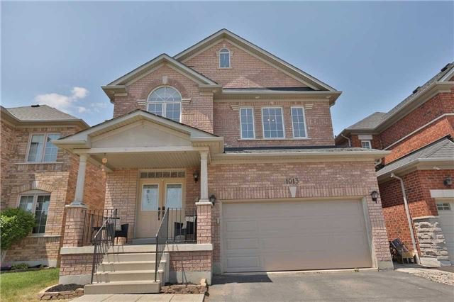 Main Photo: 1013 Sprucedale Lane in Milton: Dempsey House (2-Storey) for sale : MLS®# W3551652