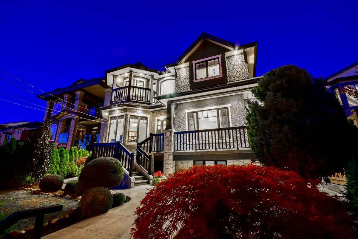 Main Photo: 206 DELTA Avenue in Burnaby: Capitol Hill BN House for sale (Burnaby North)  : MLS®# R2095934
