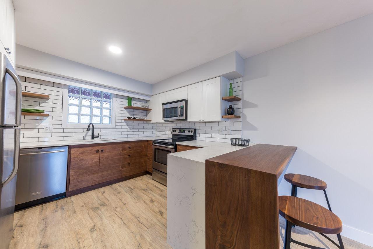 Main Photo: 203 12025 207A Street in Maple Ridge: Northwest Maple Ridge Condo for sale : MLS®# R2209400