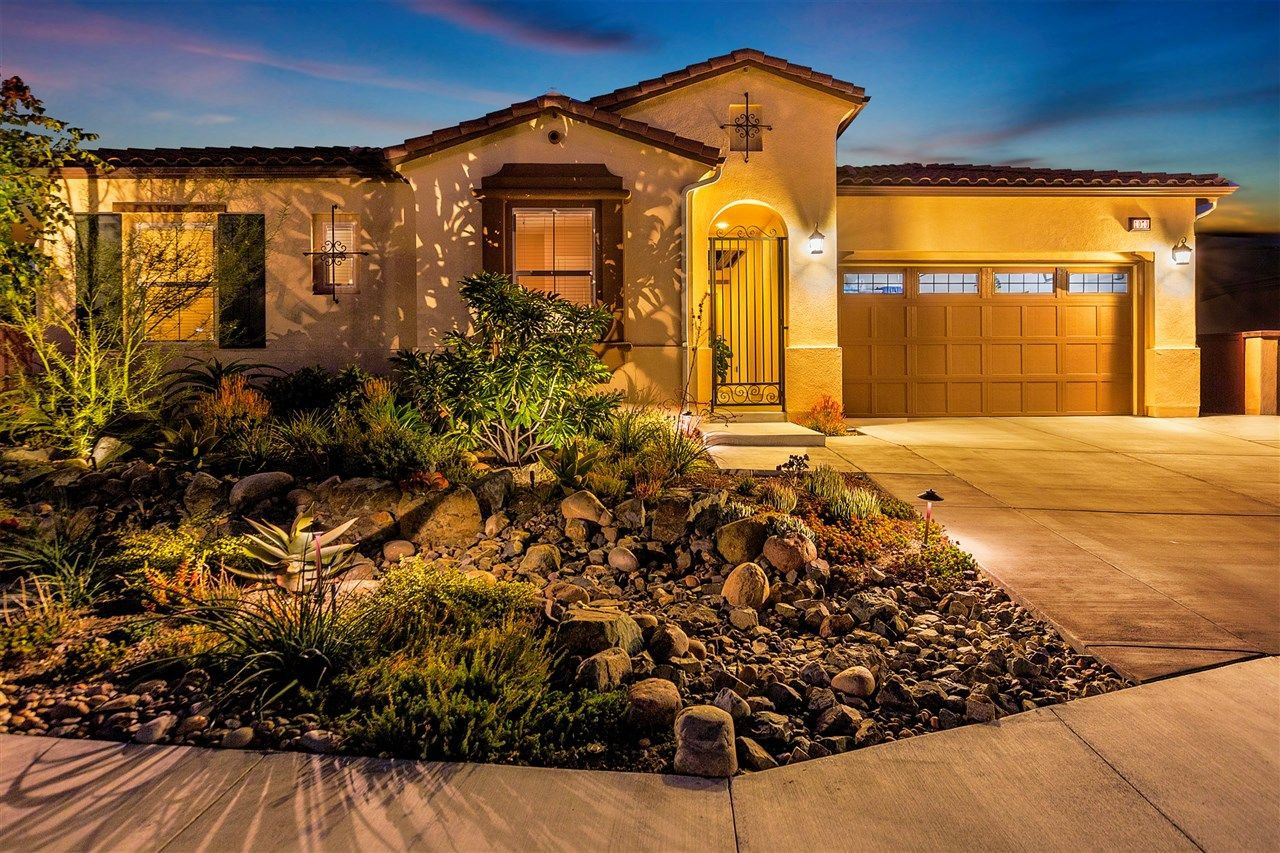 Main Photo: SAN MARCOS House for sale : 4 bedrooms : 1070 Vanessa Way