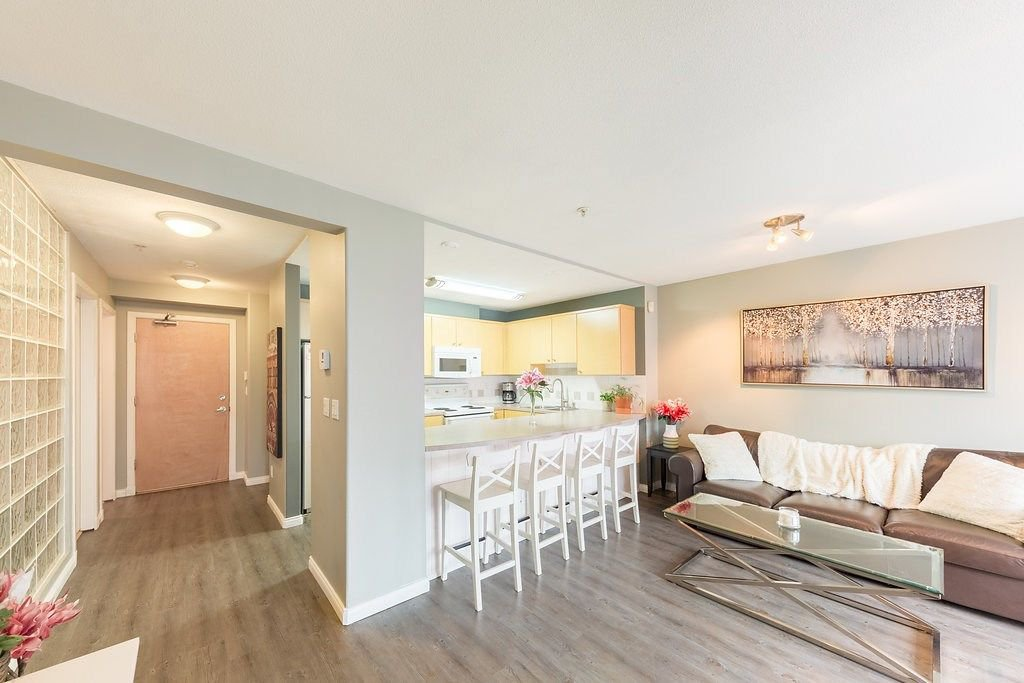 "Photo 5: Photos: 104 3122 ST JOHNS Street in Port Moody: Port Moody Centre Condo for sale in ""SONRISA"" : MLS®# R2252681"