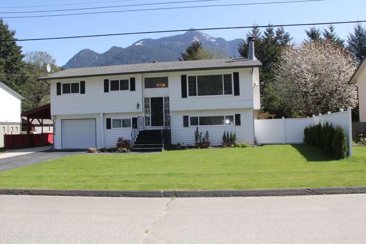 """Main Photo: 21034 RIVERVIEW Drive in Hope: Hope Kawkawa Lake House for sale in """"Kawkawa Lake"""" : MLS®# R2279825"""