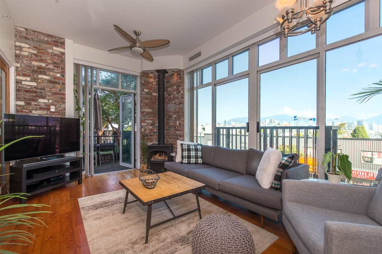 """Main Photo: 219 2515 ONTARIO Street in Vancouver: Mount Pleasant VW Condo for sale in """"ELEMENTS"""" (Vancouver West)  : MLS®# R2317923"""