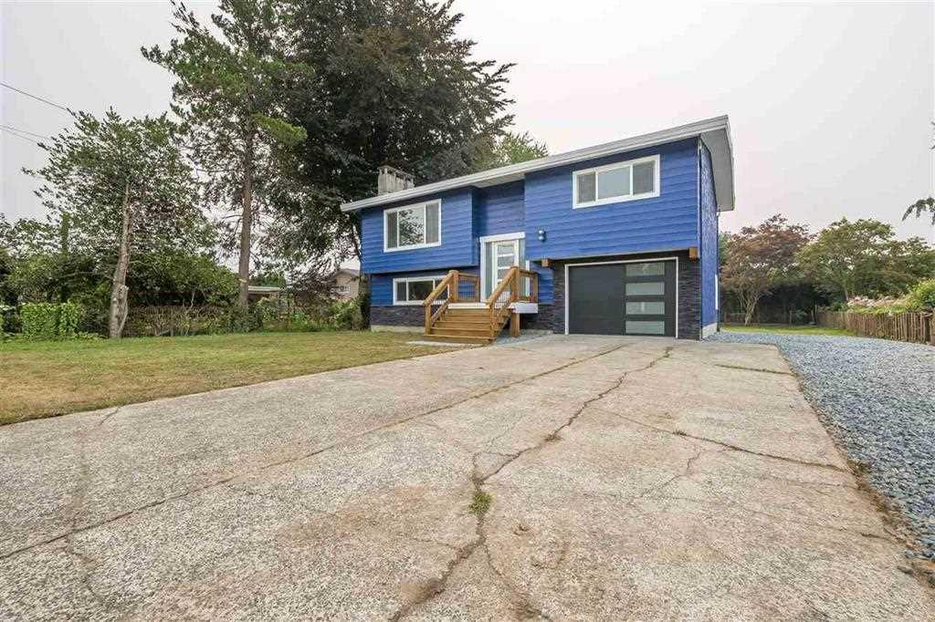 Main Photo: 6976 FRASER Drive: Agassiz House for sale : MLS®# R2383921