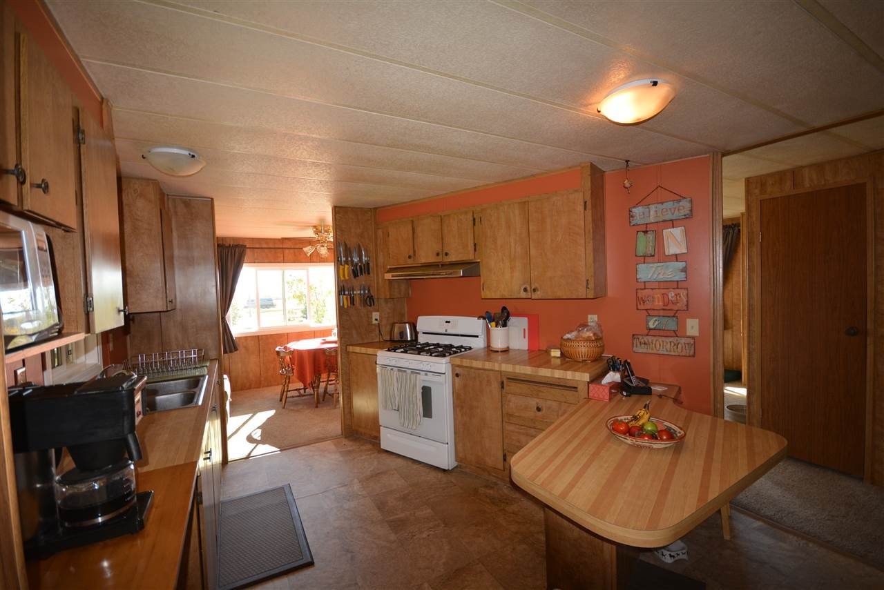Photo 10: Photos: 6220 FOREST LAWN FRONT Road in Fort St. John: Fort St. John - Rural E 100th Manufactured Home for sale (Fort St. John (Zone 60))  : MLS®# R2459857