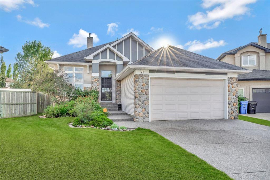 Main Photo: 25 SIMCOE Bay SW in Calgary: Signal Hill Detached for sale : MLS®# A1026296
