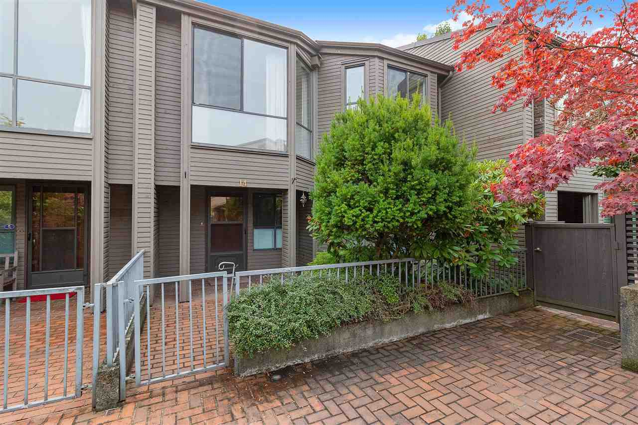 """Main Photo: 14 4350 VALLEY Drive in Vancouver: Quilchena Townhouse for sale in """"Quilchena Estates"""" (Vancouver West)  : MLS®# R2499642"""