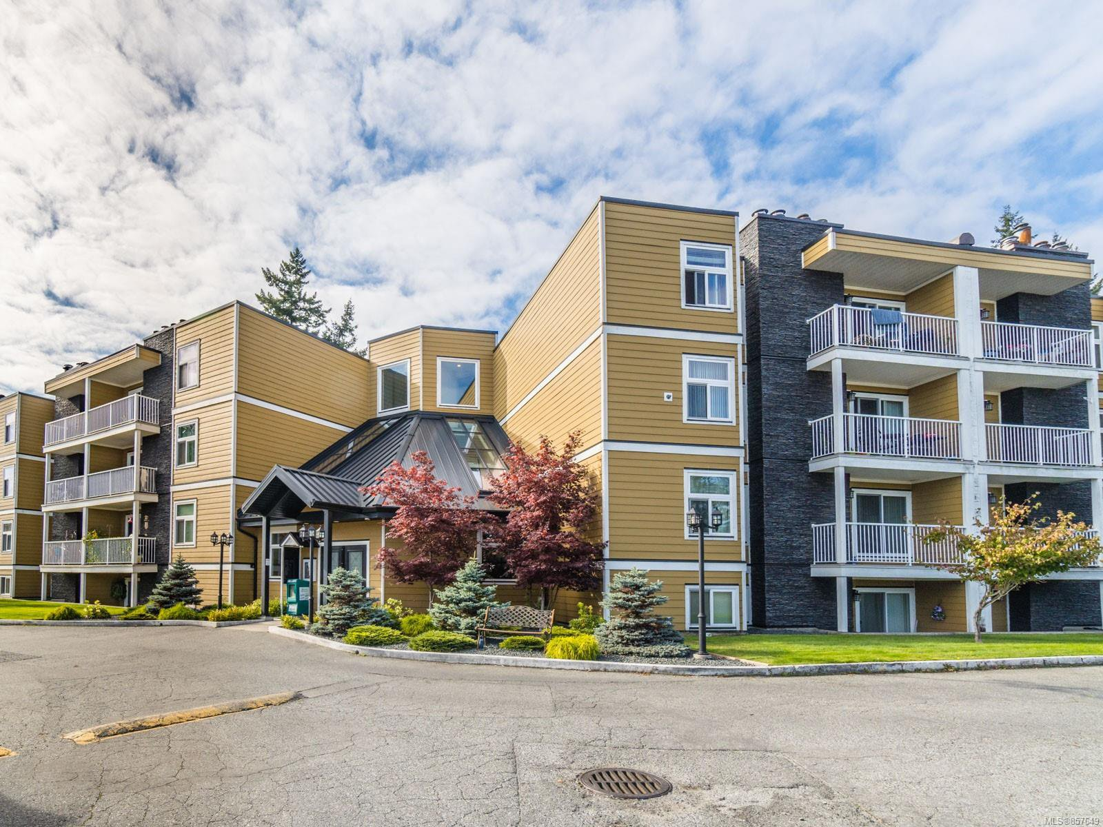 Main Photo: 309 3270 Ross Rd in : Na Uplands Condo for sale (Nanaimo)  : MLS®# 857649