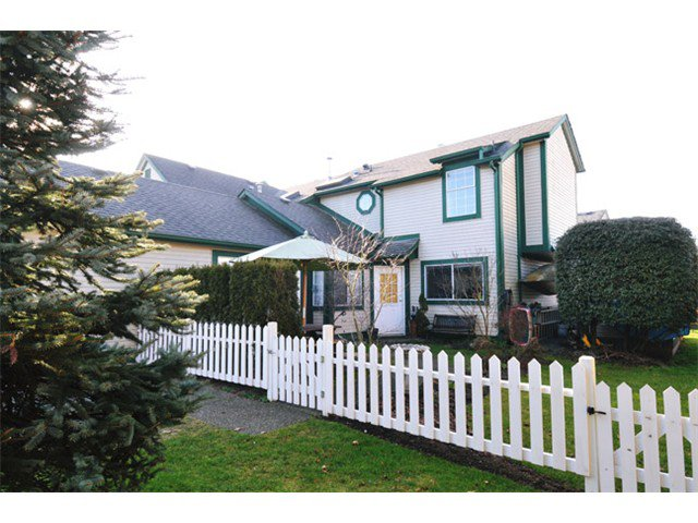 """Main Photo: # 207 20675 118TH AV in Maple Ridge: Southwest Maple Ridge Townhouse for sale in """"ARBOR WYNDE"""" : MLS®# V1043404"""