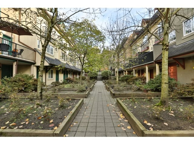 "Photo 19: Photos: 88 1561 BOOTH Avenue in Coquitlam: Maillardville Townhouse for sale in ""THE COURCELLES"" : MLS®# R2010267"