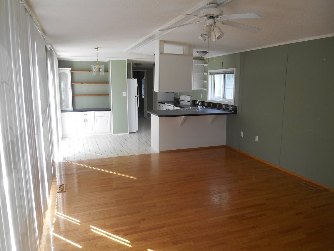 Photo 3: Photos: 2121 E MCLAREN Road in Prince George: North Blackburn Manufactured Home for sale (PG City South East (Zone 75))  : MLS®# R2104861