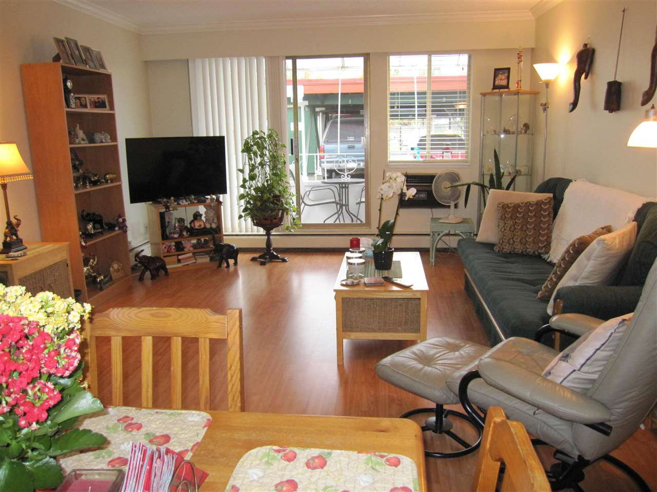 """Photo 3: Photos: 114 12096 222 Street in Maple Ridge: West Central Condo for sale in """"CANUCK PLAZA"""" : MLS®# R2119789"""