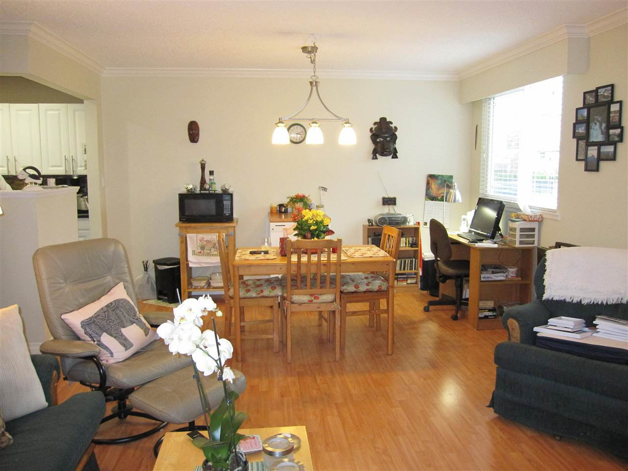 """Photo 4: Photos: 114 12096 222 Street in Maple Ridge: West Central Condo for sale in """"CANUCK PLAZA"""" : MLS®# R2119789"""