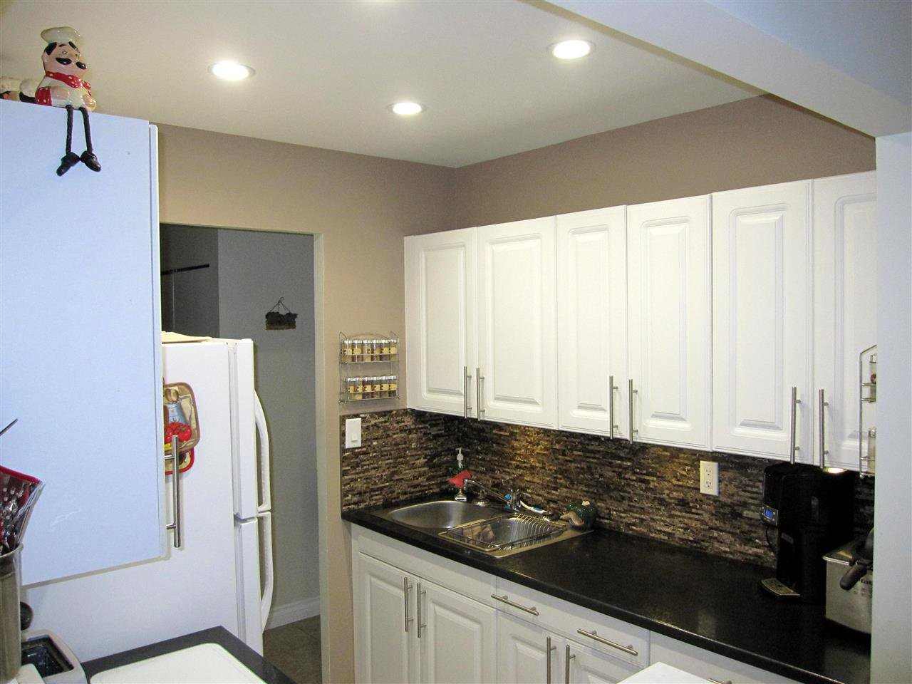 """Photo 6: Photos: 114 12096 222 Street in Maple Ridge: West Central Condo for sale in """"CANUCK PLAZA"""" : MLS®# R2119789"""