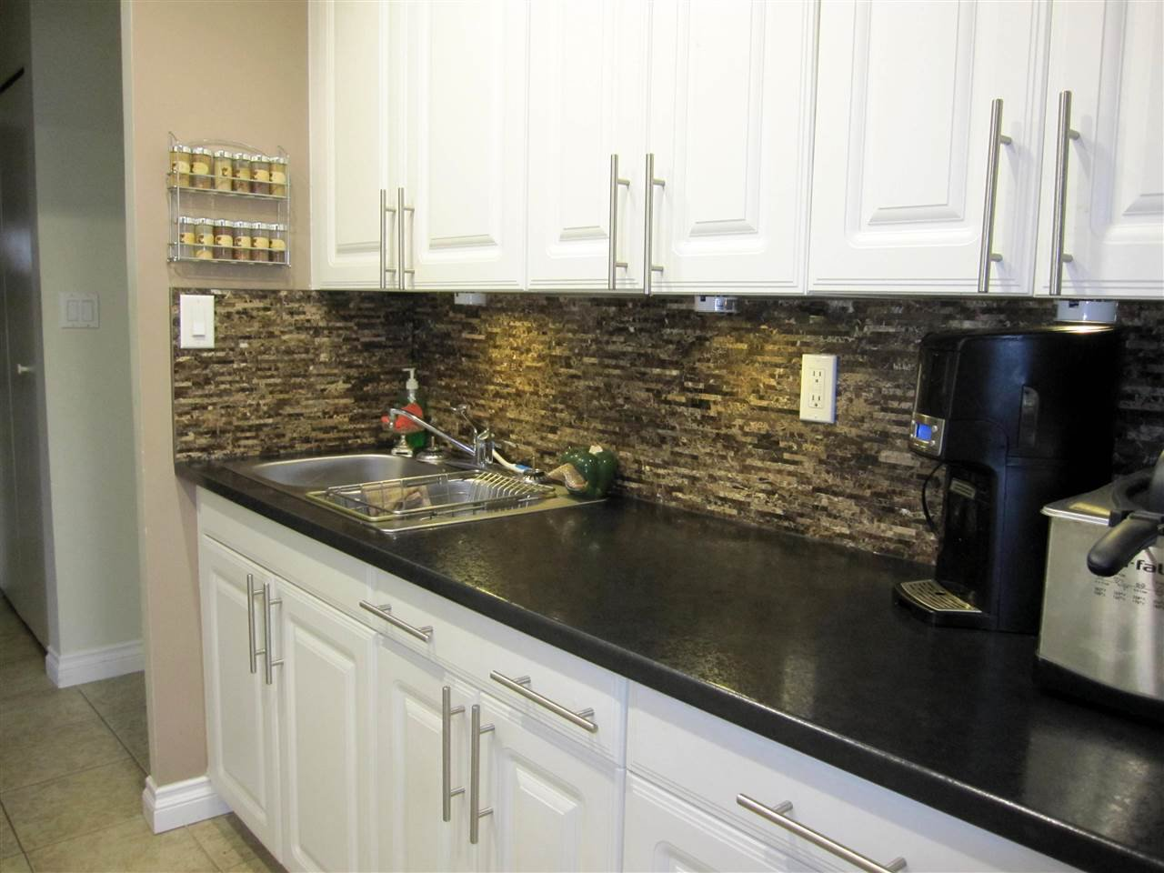 """Photo 8: Photos: 114 12096 222 Street in Maple Ridge: West Central Condo for sale in """"CANUCK PLAZA"""" : MLS®# R2119789"""