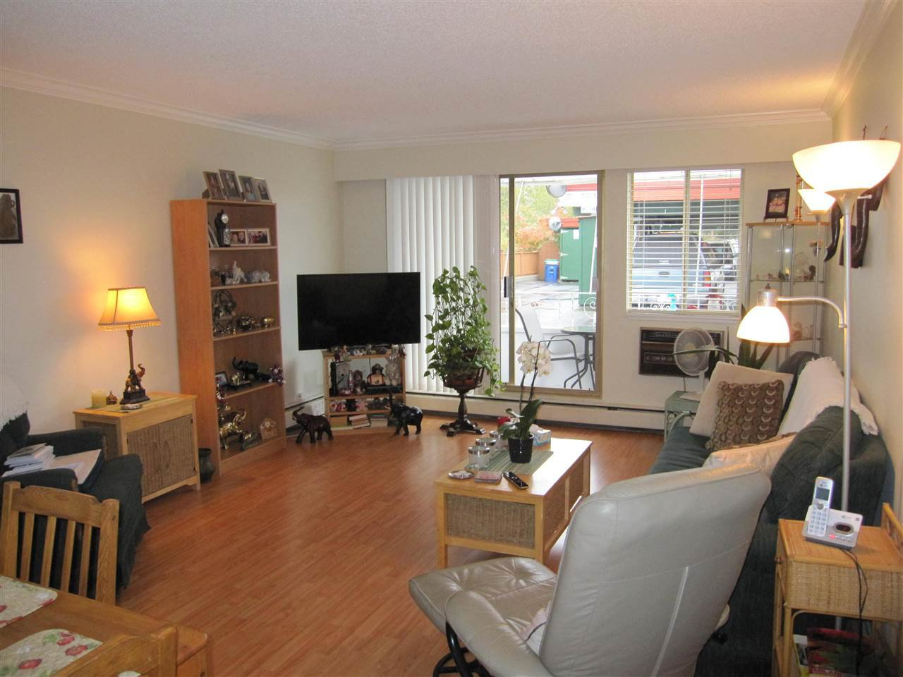 """Photo 2: Photos: 114 12096 222 Street in Maple Ridge: West Central Condo for sale in """"CANUCK PLAZA"""" : MLS®# R2119789"""