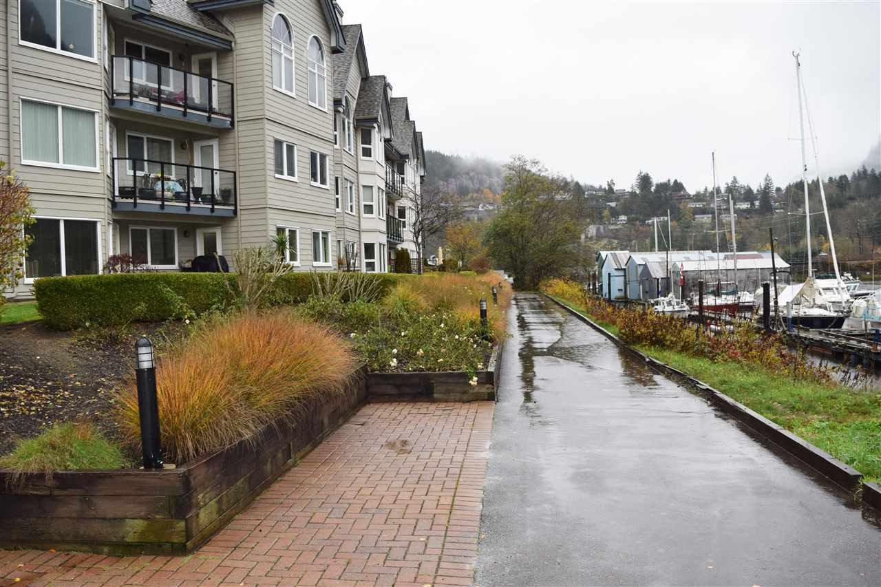 "Main Photo: 110 1466 PEMBERTON Avenue in Squamish: Downtown SQ Condo for sale in ""MARINA ESTATES - STARBOARD"" : MLS®# R2121674"