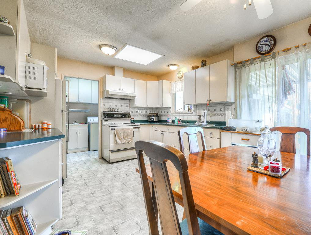 Photo 3: Photos: 9498 127A Street in Surrey: Queen Mary Park Surrey House for sale : MLS®# R2233780