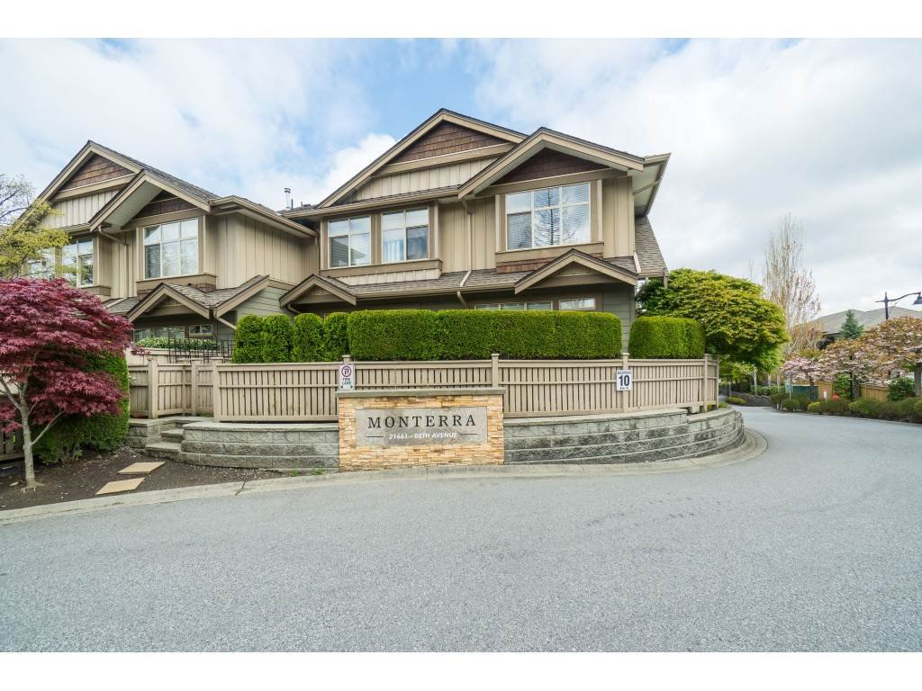 "Main Photo: 33 21661 88 Avenue in Langley: Walnut Grove Townhouse for sale in ""Monterra"" : MLS®# R2363574"