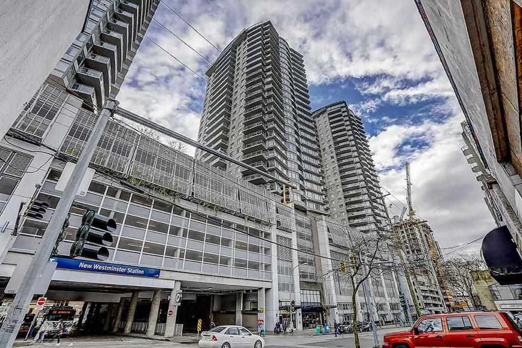 "Main Photo: 1005 892 CARNARVON Street in New Westminster: Downtown NW Condo for sale in ""AZURE 2"" : MLS®# R2372507"