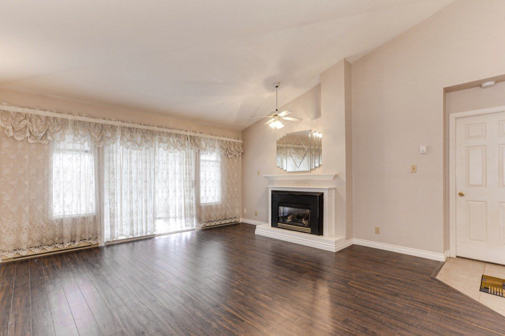 """Main Photo: 176 8737 212 Street in Langley: Walnut Grove Townhouse for sale in """"Chartwell Green"""" : MLS®# R2434917"""