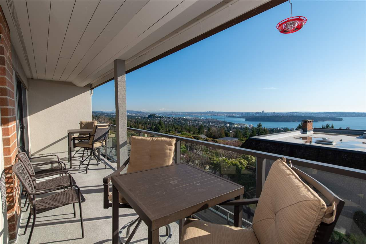 """Main Photo: 38 2216 FOLKESTONE Way in West Vancouver: Panorama Village Townhouse for sale in """"Panarama Village"""" : MLS®# R2437160"""