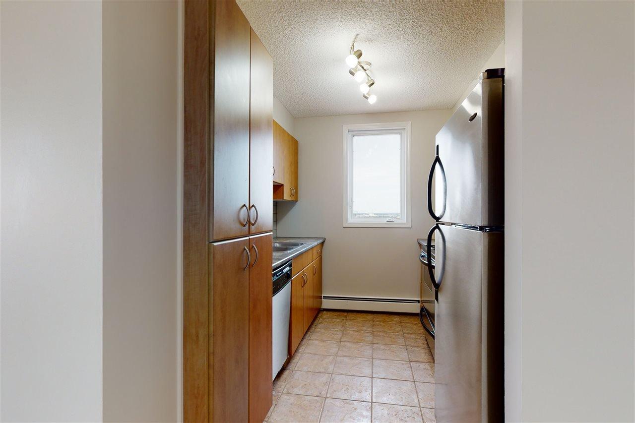 Photo 10: Photos: 1601 10303 105 Street in Edmonton: Zone 12 Condo for sale : MLS®# E4211500