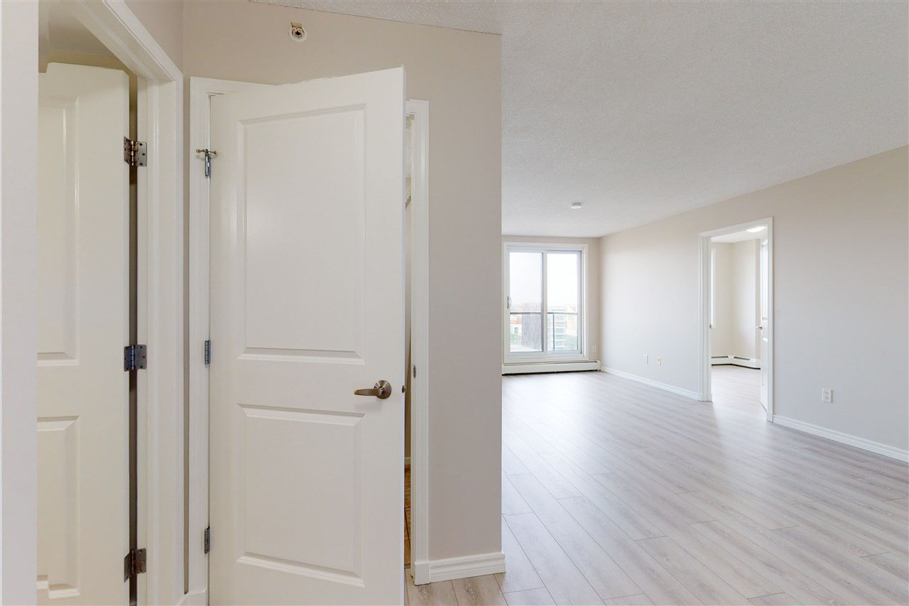 Photo 9: Photos: 1601 10303 105 Street in Edmonton: Zone 12 Condo for sale : MLS®# E4211500