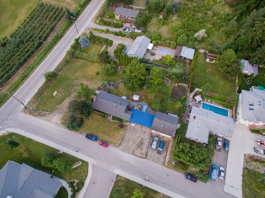 Main Photo: 2950 NE 15 AVE in Salmon Arm: House for sale : MLS®# 10100031