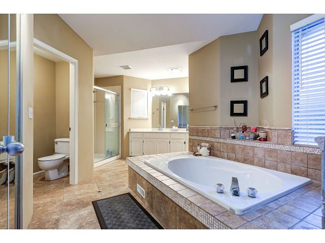 Photo 12: Photos: 2902 WOODSTONE Court in Coquitlam: Westwood Plateau House for sale : MLS®# R2028509