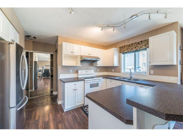Photo 5: Photos: 195 WEST CREEK Crescent: Chestermere House for sale : MLS®# C4059923