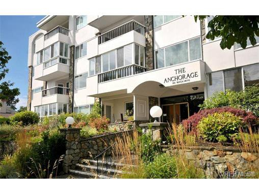 Main Photo: 206 1312 Beach Dr in VICTORIA: OB South Oak Bay Condo Apartment for sale (Oak Bay)  : MLS®# 734023