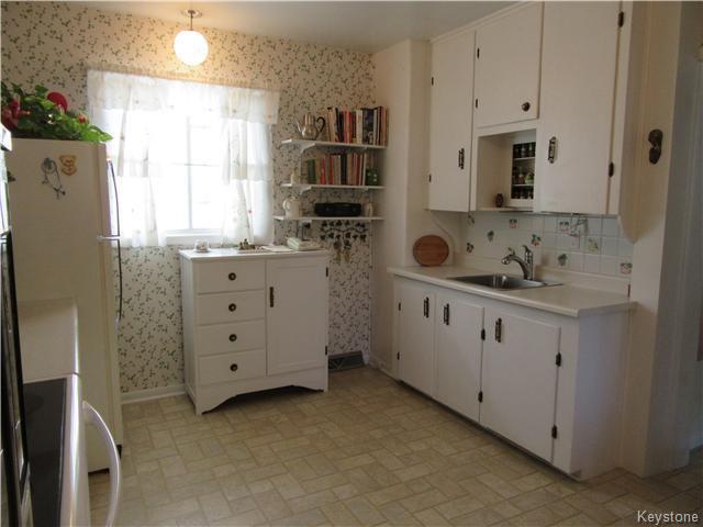 Photo 9: Photos: 432 Ritchot Street in Winnipeg: St Boniface Residential for sale (South East Winnipeg)  : MLS®# 1616795
