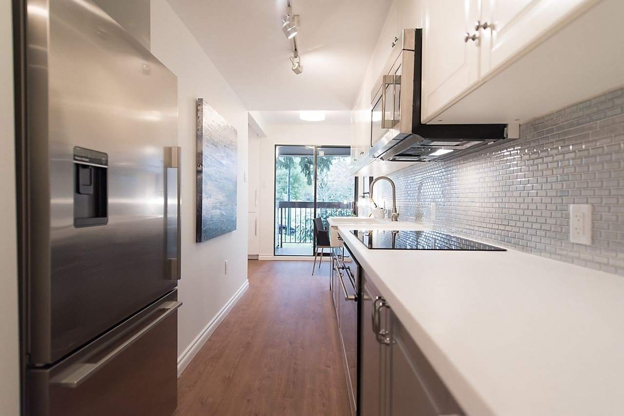 "Photo 11: Photos: 212 2910 E PENDER Street in Vancouver: Renfrew VE Condo for sale in ""RENFREW COURT"" (Vancouver East)  : MLS®# R2115250"