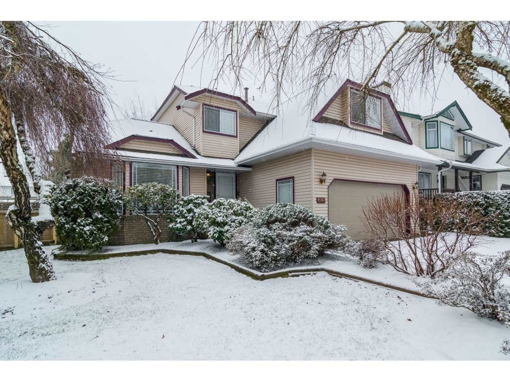 "Main Photo: 15760 90 Avenue in Surrey: Fleetwood Tynehead House for sale in ""FLEETWOOD"" : MLS®# R2136555"