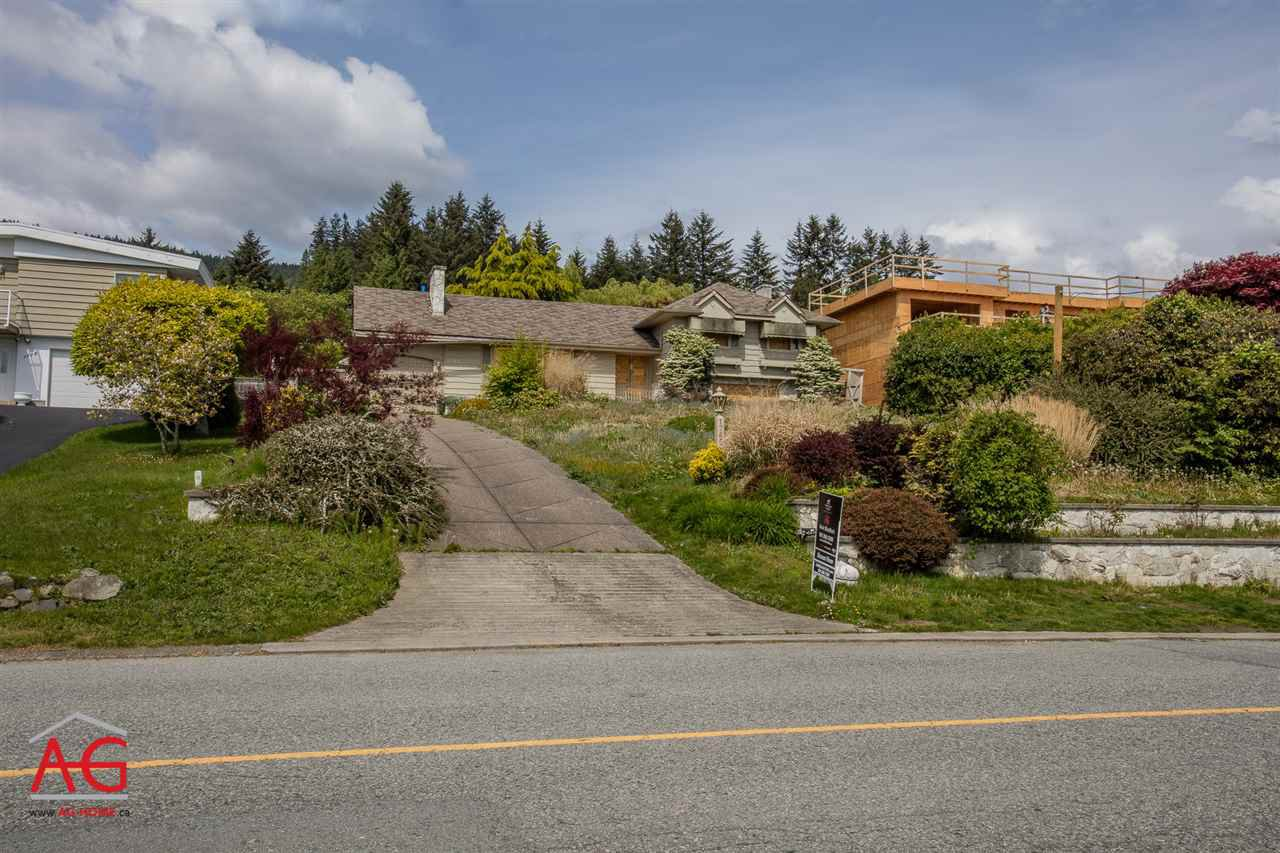 Main Photo: 1765 QUEENS Avenue in West Vancouver: Queens House for sale : MLS®# R2154257