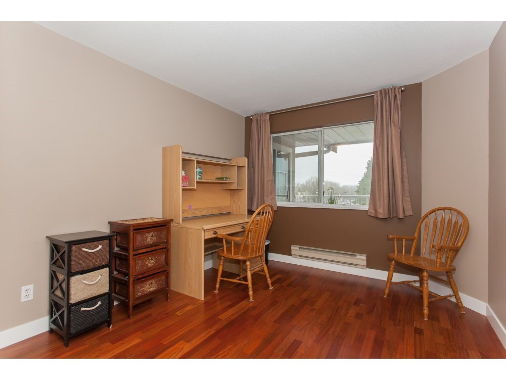 Photo 16: Photos: 309 20600 53A AVENUE in Langley: Langley City Condo for sale : MLS®# R2146902