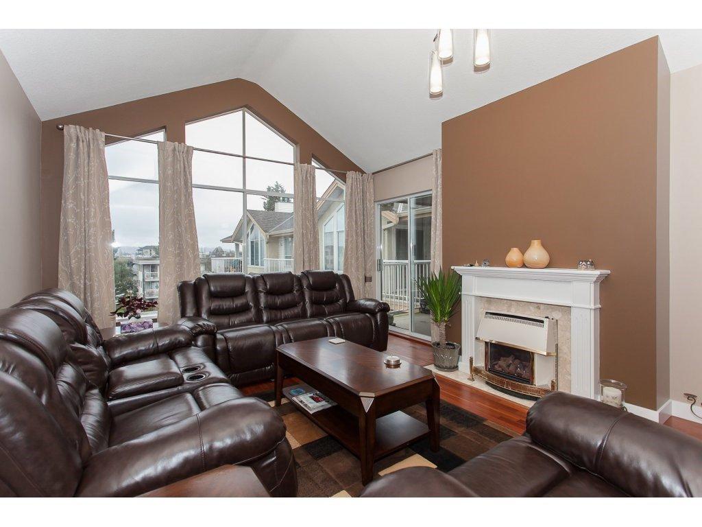Photo 3: Photos: 309 20600 53A AVENUE in Langley: Langley City Condo for sale : MLS®# R2146902
