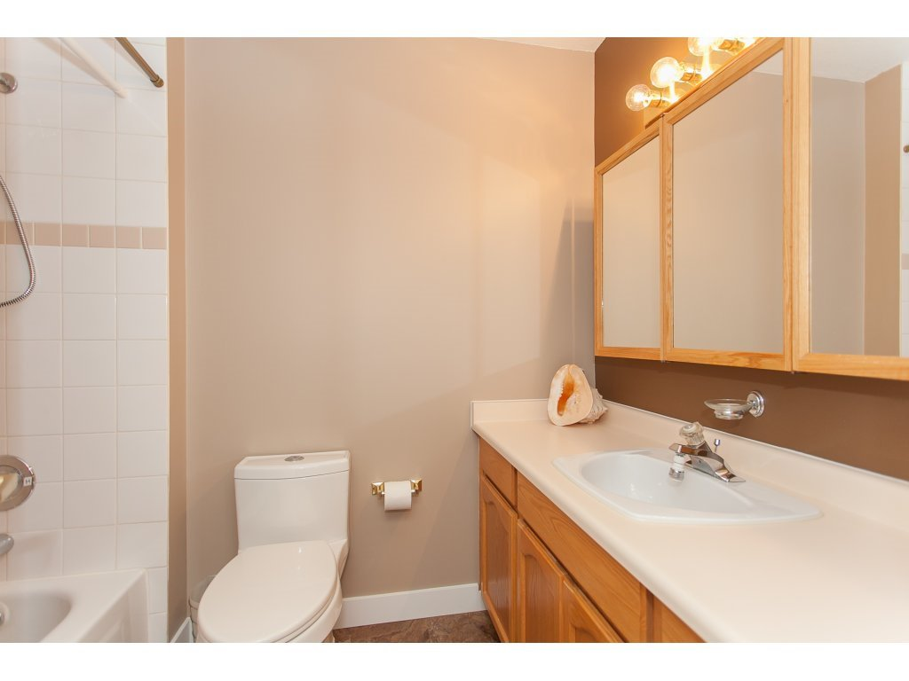 Photo 17: Photos: 309 20600 53A AVENUE in Langley: Langley City Condo for sale : MLS®# R2146902