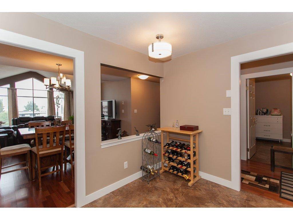 Photo 12: Photos: 309 20600 53A AVENUE in Langley: Langley City Condo for sale : MLS®# R2146902