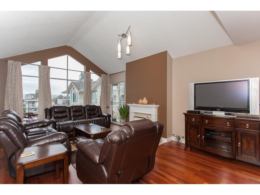 Photo 5: Photos: 309 20600 53A AVENUE in Langley: Langley City Condo for sale : MLS®# R2146902