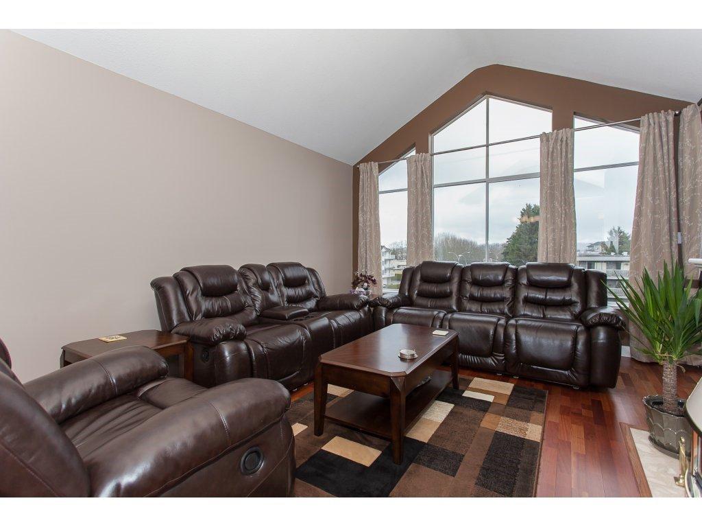 Photo 4: Photos: 309 20600 53A AVENUE in Langley: Langley City Condo for sale : MLS®# R2146902