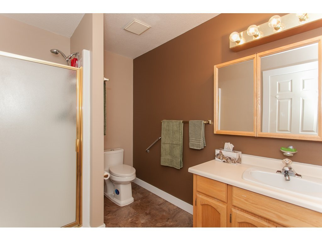 Photo 15: Photos: 309 20600 53A AVENUE in Langley: Langley City Condo for sale : MLS®# R2146902