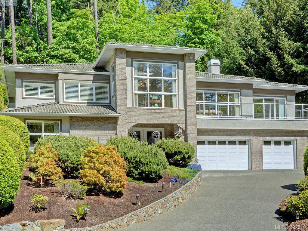Main Photo: 4652 Boulderwood Drive in VICTORIA: SE Broadmead Single Family Detached for sale (Saanich East)  : MLS®# 392510