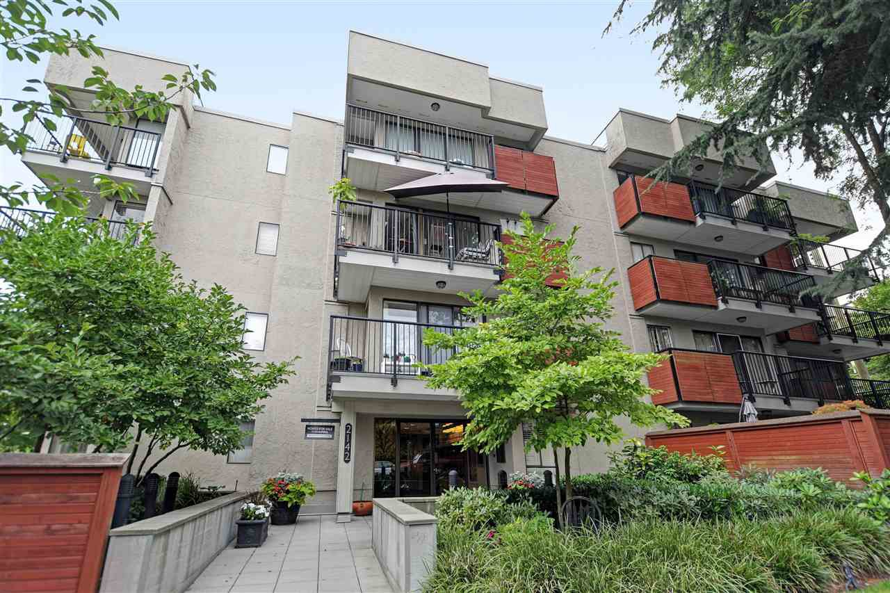 Main Photo: 109 2142 CAROLINA Street in Vancouver: Mount Pleasant VE Condo for sale (Vancouver East)  : MLS®# R2394677