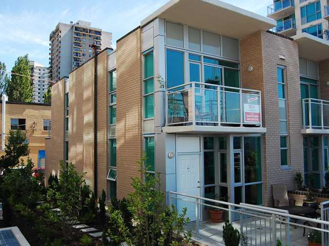 Main Photo: TH17 188 ESPLANADE ST East, Lower Lonsdale, North Vancouver, BC, V7L 4Y1 in North Vancouver: Lower Lonsdale Residential Attached for sale : MLS®# V821215