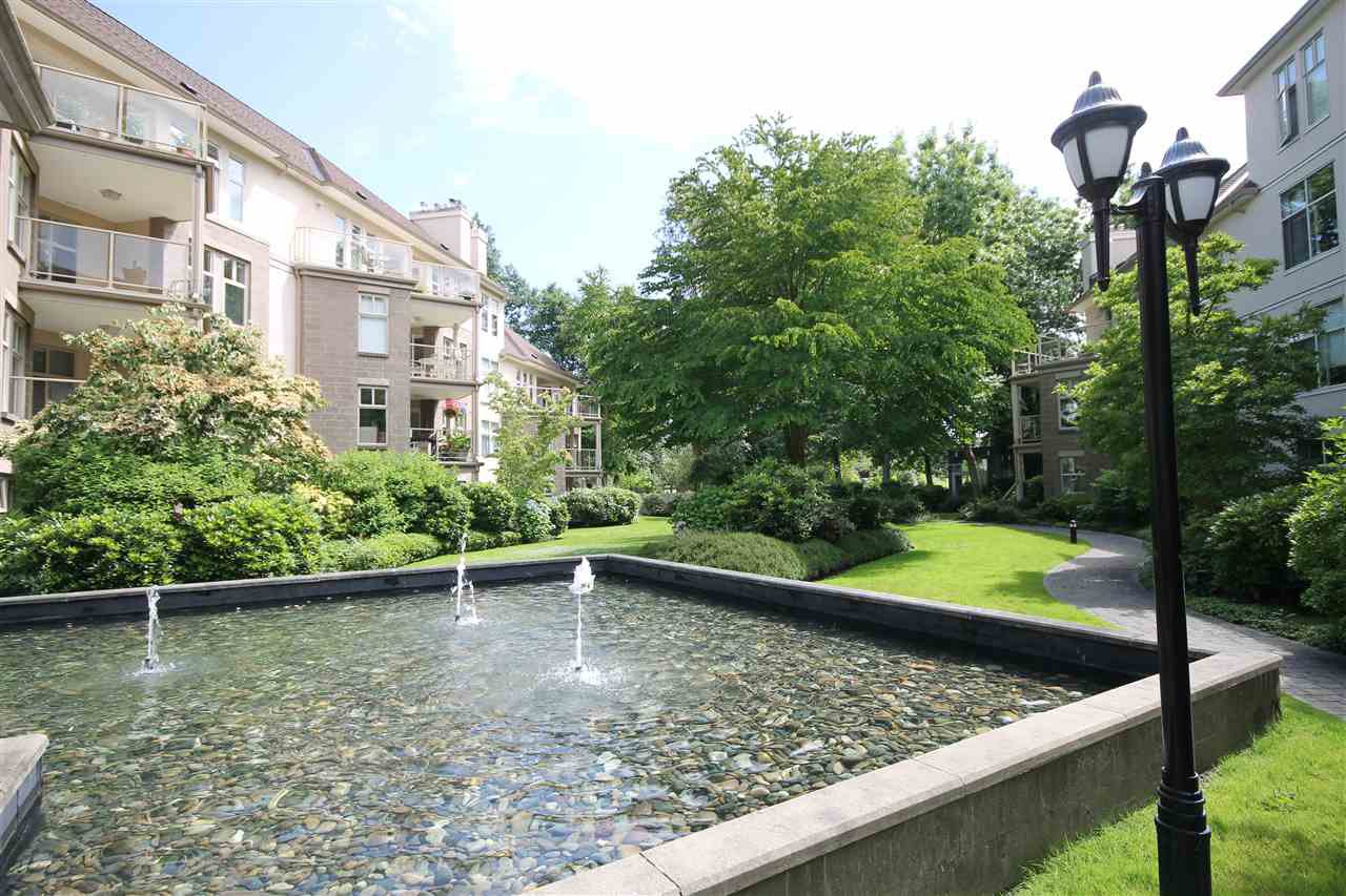 "Photo 17: Photos: 304 1929 154 Street in Surrey: King George Corridor Condo for sale in ""Stratford Gardens"" (South Surrey White Rock)  : MLS®# R2486337"