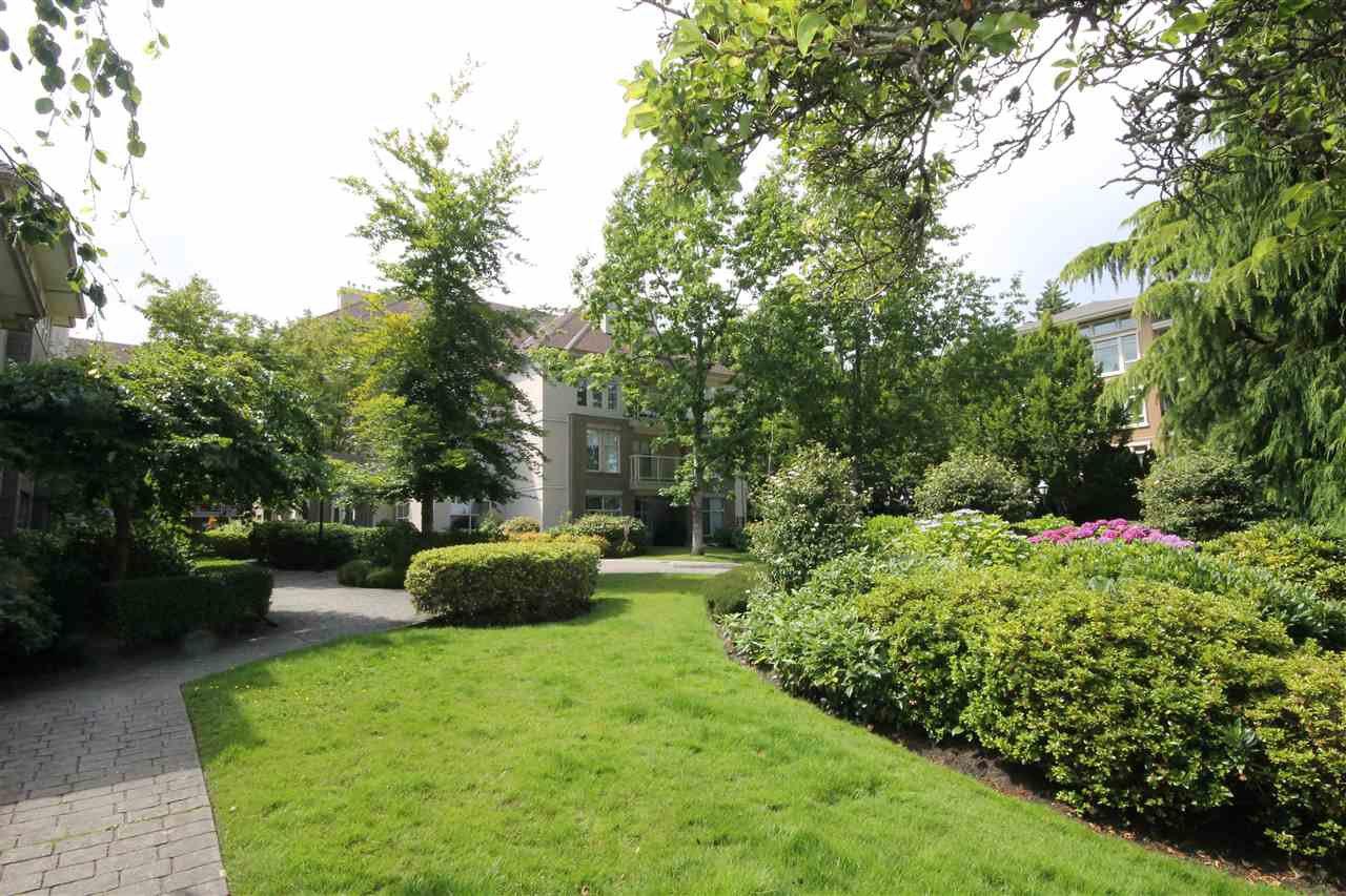 "Photo 21: Photos: 304 1929 154 Street in Surrey: King George Corridor Condo for sale in ""Stratford Gardens"" (South Surrey White Rock)  : MLS®# R2486337"