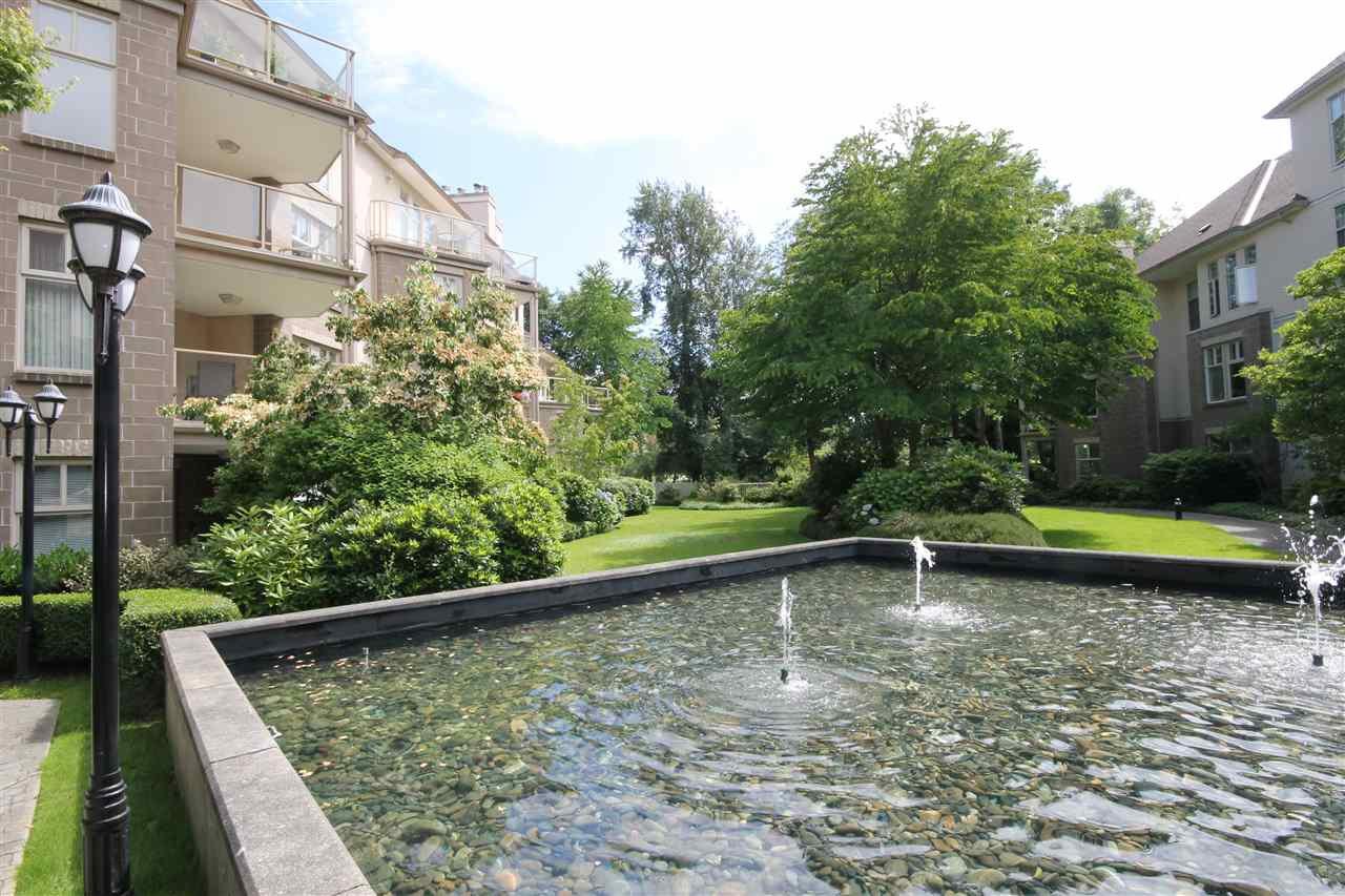 "Photo 18: Photos: 304 1929 154 Street in Surrey: King George Corridor Condo for sale in ""Stratford Gardens"" (South Surrey White Rock)  : MLS®# R2486337"